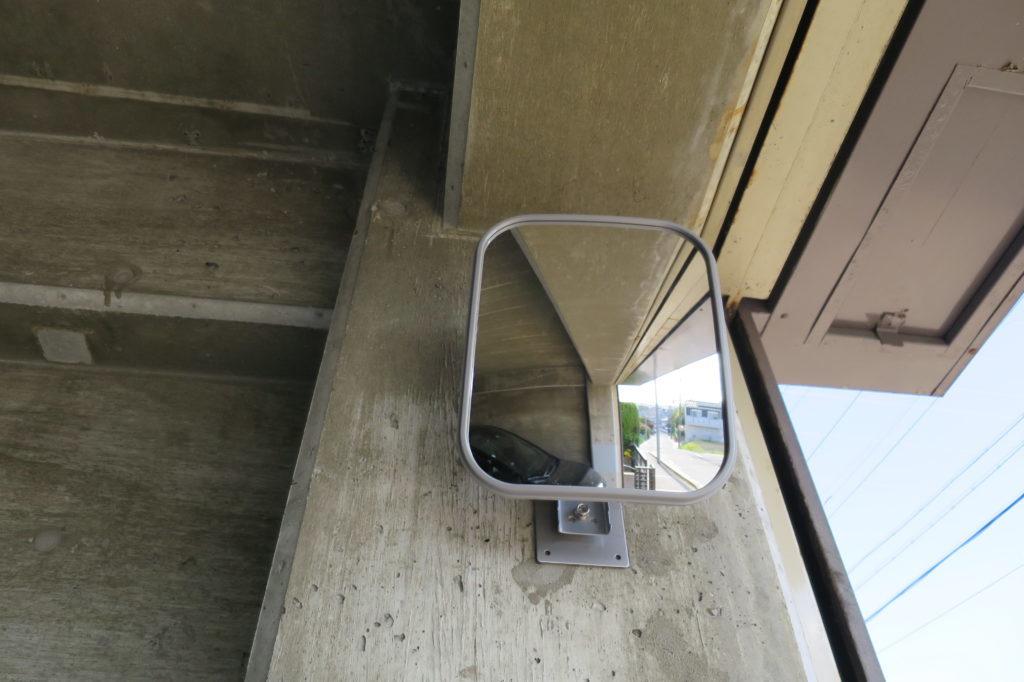 エーモン製ガレージミラーを取り付け ~車庫に簡単設置で安全性抜群!