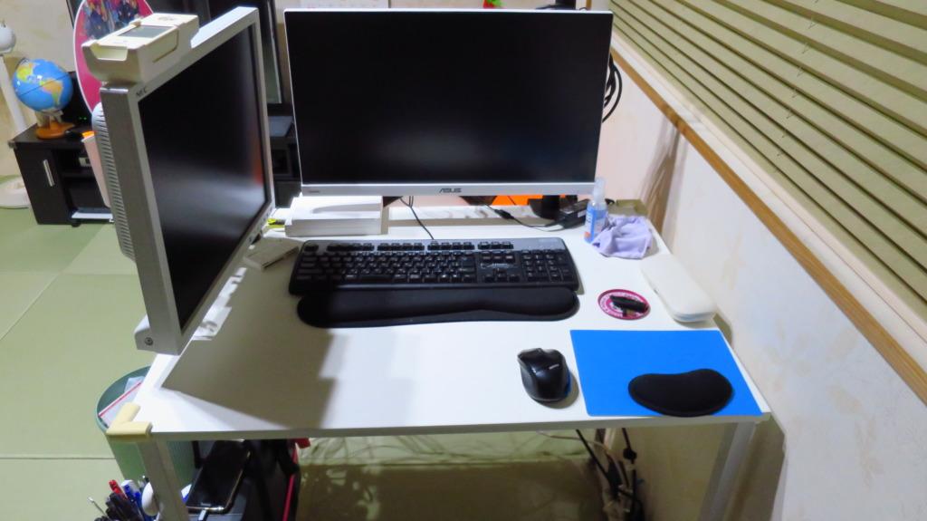 デスクトップPCの置き場所は下!レイアウトとディスプレイアーム化